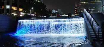 首爾市中心最美的溪流。情侶談情說愛的好去處